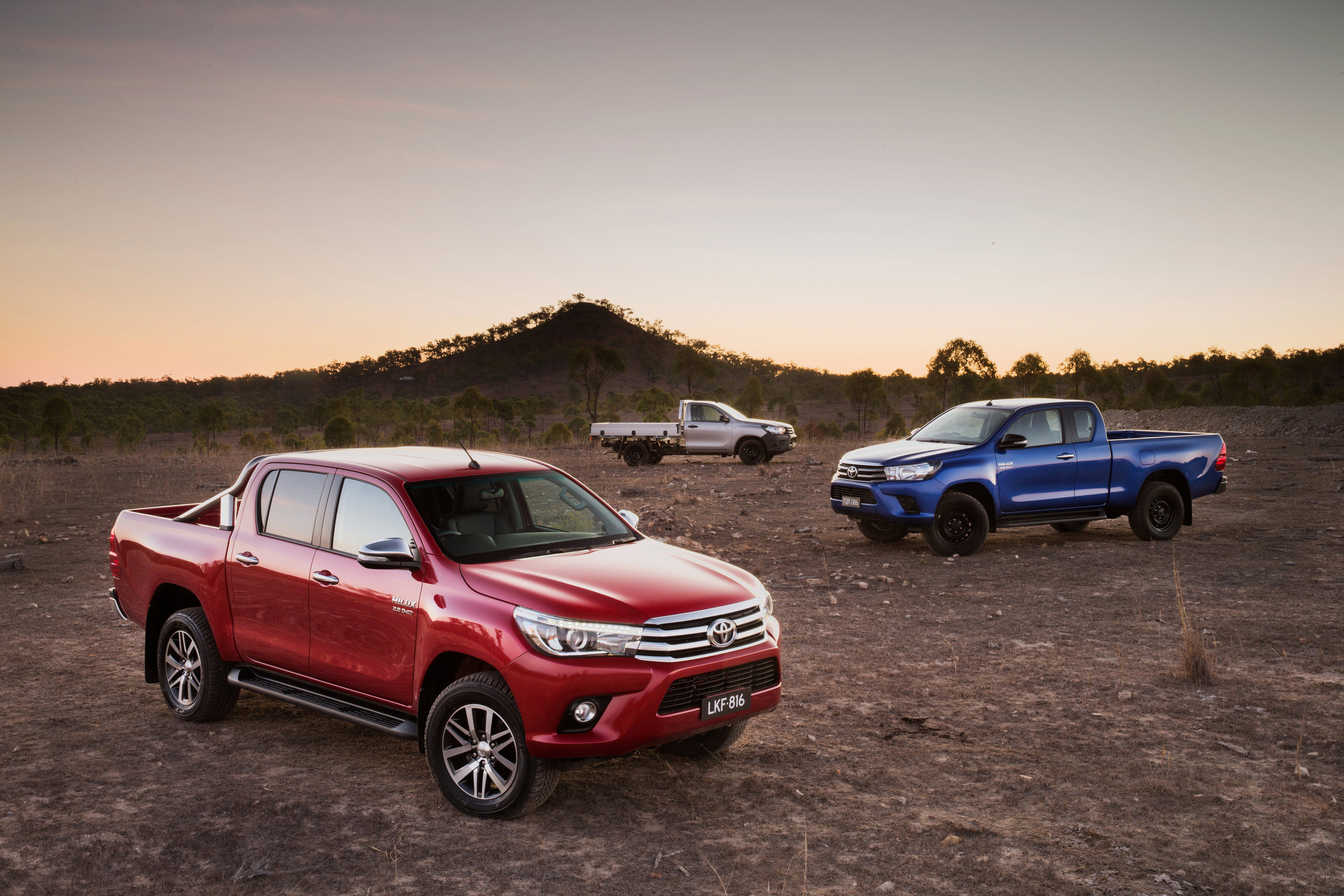 2016 toyota hilux sr 4x4 cab chassis review caradvice - 2015 Toyota Hilux Sr5 Double Cab Front Sr Extra Cab Right And Workmate Single Cab Chassis